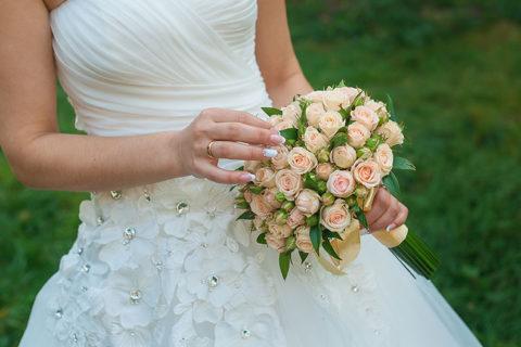 Suknia ślubna śnieżno-biała w każdej sytuacji