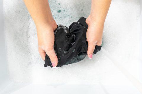 Jak prać jedwab – poradnik